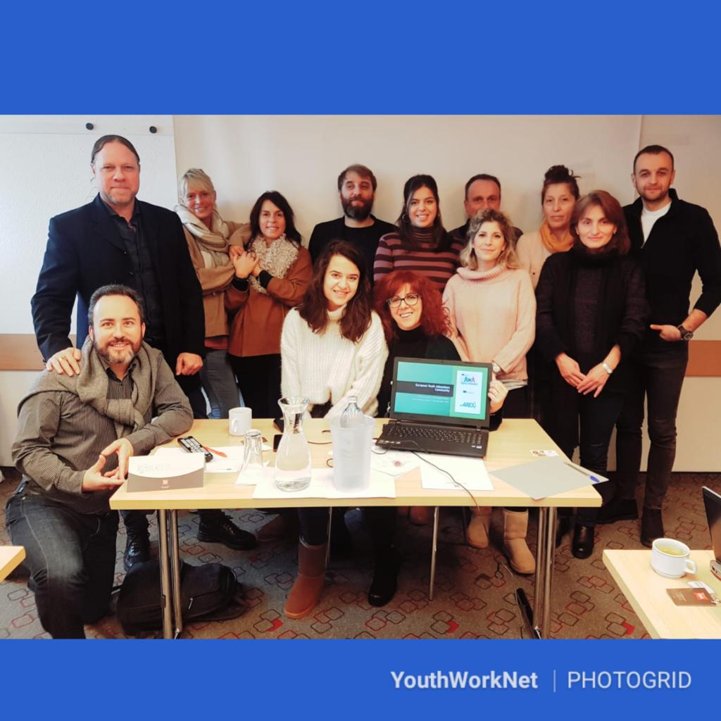 Deze afbeelding heeft een leeg alt-attribuut; de bestandsnaam is AA-Youth-Worknet-partnership-1024x1024.png